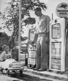 Original vintage old photos reproduced into contemporary prints. All photographs are chemically processed in photo labs and in great condition. Boy Rides Pedal Car To Gas Station - BW Photo Reprint Boy Rides Pedal Car To Gas Station - BW Photo Reprint Drive In, Old Gas Pumps, Vintage Gas Pumps, Station Essence, Pompe A Essence, Old Gas Stations, Filling Station, Pedal Cars, Vintage Pictures