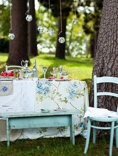 vintage tablecloth picnic table, hanging globes, chippy teal bench and chair...what's not to love??