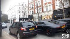 Un passante filma lo schianto di una #Lamborghini #Aventador nelle strade di #Londra. Ecco il video: https://www.youtube.com/watch?v=kfS8iz2NaLE&list=UUIRgR4iANHI2taJdz8hjwLw