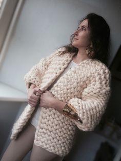 Кофты и свитера ручной работы. Ярмарка Мастеров - ручная работа. Купить Кардиган крупной вязки из мериноса. Handmade. Бежевый, меринос