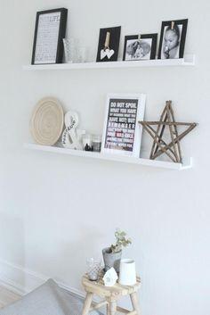 I would love some shelves in my living room. Living Room Modern, My Living Room, Home And Living, Wall Shelf Arrangement, Room Inspiration, Interior Inspiration, Scandinavian Interior, Decoration, Interior Design Living Room