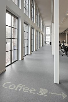 Example of how to direct people intuitively via Philips and Desso Luminous Carpets. #lighting #carpet #lighttransmissive