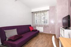 Rent a nice little one-room apartment (studio) on Avenue Bugeaud in the 16th district of the city.