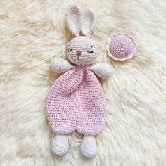Crochet Bunny Lovey Pattern EN & ES, Cute Bunny Rabbit amigurumi Doll, Security Comfort Blanket Toy, gift for newborn (tutorial PDF file) – Stofftier Crochet Pattern Free, Crochet Lovey, Crochet Rabbit, Crochet Patterns Amigurumi, Amigurumi Doll, Crochet Dolls, Bunny Toys, Bunny Plush, Cute Bunny