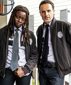 """Danai Gurira and Andrew Lincoln on set of 5x13 """"Forget"""""""