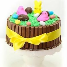 Easy DIY Easter Kit Kat Cake Tutorial for a stunning Holiday Centerpiece Easter Cupcakes, Easter Cookies, Easter Treats, Easter Cake, Food Cakes, Cupcake Cakes, Candy Cakes, Bolo Diy, Easter Deserts