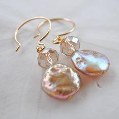 Nude Blush perlas. Pendientes de perlas de por laurenamosdesigns