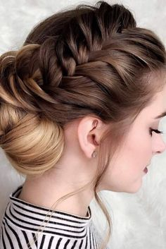 Hairstyles for shoulder length hair are so trendy now as we have such busy lives that low maintenance hair is exactly what we need. See our photo gallery.