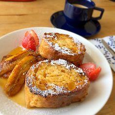 フライパンのフレンチトーストわりと好き。乾燥して硬くなったフライパンをビッチョビチョに浸して焼くとうまー! - 109件のもぐもぐ - フランスパンのフレンチトースト、キャラメリゼバナナ添え by lottarosie