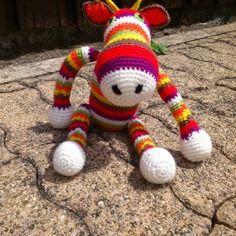 Doudou renne multicolore en laine au crochet