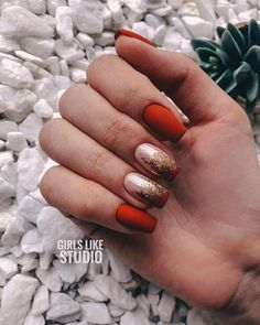 Semi-permanent varnish, false nails, patches: which manicure to choose? - My Nails Gradient Nails, Matte Nails, Red Nails, Hair And Nails, Nail Swag, Modern Nails, Foil Nails, Artificial Nails, Stylish Nails