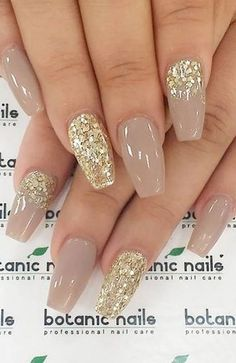 Shimmering Christmas Nails