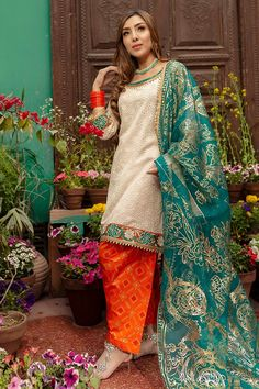 Zahra Ahmad Pret Collection 2019 SKU: 1714 Source by clothes pakistani Pakistani Dresses Casual, Indian Dresses, Indian Outfits, Pakistani Clothing, Bridal Mehndi Dresses, Desi Wedding Dresses, Wedding Wear, Diva Fashion, Asian Fashion