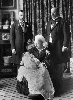 Queen Victoria and three future monarchs. The christening of the future Edward VIII. This 1894 image shows Edward VII with his father, grandfather and great - grandmother George V, Edward VII and Queen Victoria. Queen Victoria Family, Queen Victoria Prince Albert, Victoria And Albert, American Idol, Reine Victoria, King Edward Vii, Elisabeth Ii, Royal Queen, Prince Georges