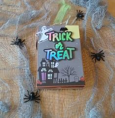 Halloween Mini Album Halloween Mini Albums, Halloween Projects, Trick Or Treat, Craft Supplies, Frame, Blog, Crafts, Design, Picture Frame