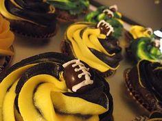 super bowl cupcakes http://deleeciouscakes.com