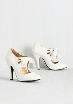 1920s Great Gatsby style white heels. Tea on the Train Heel in Sugar $49.99 AT vintagedancer.com