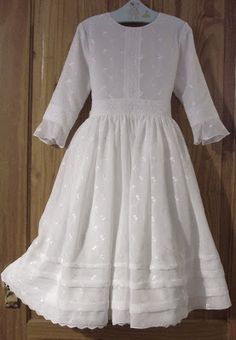 Zelie& Roses : Traditional Long-Sleeved First Holy Communion Dresses-PERFEC. - Zelie& Roses : Traditional Long-Sleeved First Holy Communion Dresses-PERFECT Gosh I wish we could get some of these here! -A Source by tresmombres - First Communion Veils, Holy Communion Dresses, First Holy Communion, Dressy Dresses, Modest Dresses, Elegant Dresses, Confirmation Dresses, Baptism Dress, Blush Flower Girl Dresses