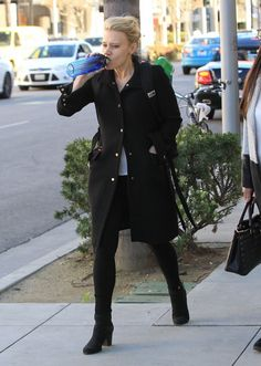 Kate McKinnon Photos Photos - 'Ghostbusters' actress Kate McKinnon and a friend are spotted out for lunch in Beverly Hills, California on February 24, 2017. Kate has become extremely popular for her political impersonations on 'Saturday Night Live'. - Kate McKinnon Out For Lunch In Beverly Hills