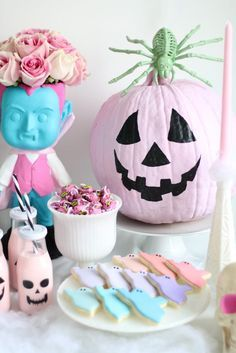 Pastel Halloween Decor - Amidst the Chaos Sweet Halloween decoration l Party idea l Pastel Halloween Kawaii Halloween, Dulceros Halloween, Diy Halloween Home Decor, Halloween Birthday, Holidays Halloween, Halloween Treats, Gothic Halloween, Cute Halloween Decorations, Halloween Science