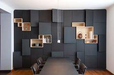 Sala Reunião - painel preto Modern Interior Meeting Room Design   www.pinterest.com/seeyond