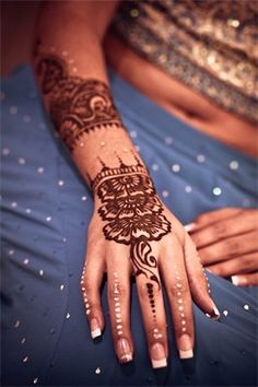 subtle henna with white dots