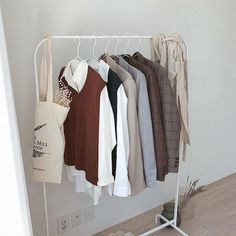 Discovered by Peachy_Soul. Find images and videos about fashion, beautiful and clothes on We Heart It - the app to get lost in what you love. Aesthetic Room Decor, Beige Aesthetic, Room Ideas Bedroom, Bedroom Decor, Minimalist Room, Dream Rooms, My Room, Decoration, Clothes