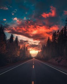 Dreamlike and Moody Landscape Photography by Zach Doehler Stunning moody landsca. , photography landscape Dreamlike and Moody Landscape Photography by Zach Doehler Stunning moody landsca. Creative Photography, Amazing Photography, Travel Photography, Photography Ideas, Beautiful Landscape Photography, Photography Aesthetic, Digital Photography, Photography Classes, Sunset Photography
