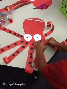 Crafts,Actvities and Worksheets for Preschool,Toddler and Kindergarten. Sea Crafts, Crafts For Kids, Arts And Crafts, Kids Diy, Sea Animal Crafts, Octopus Crafts, Octopus Art, Ocean Activities, Art Lessons Elementary