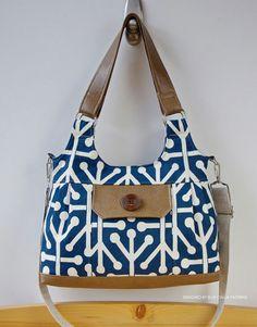 545 The Iris Convertible Shoulder Bag PDF Pattern-ithinksew.com