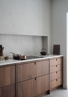 The new Ask og Eng Oslo studio is opening tomorrow and after months of renovations, designing, making beautiful furniture and kitchens for… Kitchen Doors, Old Kitchen, Rustic Kitchen, Kitchen Dining, Swedish Kitchen, Walnut Kitchen, Kitchen Cabinets, Island Kitchen, Sweet Home
