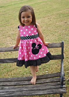 Vestido de Minnie Mouse Mickey Mouse vestido por SwannontheFarm Buenos dias, me puede decir a cuantos kilos de una niña es el vestido de 12 meses. Muchas gracias