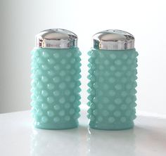 Fenton Turquoise Hobnail Salt and Pepper Shakers. Four things I love: S shakers, hobnail, milk glass, and turquoise! Vintage Dishes, Vintage Glassware, Fenton Glassware, Antique Dishes, Vintage Pyrex, Vintage Kitchenware, Vintage Antiques, Deco Table, A Table