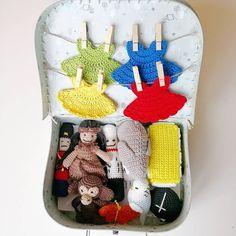 DIY – Sangkuffert – lineskrea.dk Crochet Bib, Crochet Toys, Baby Knitting Patterns, Crochet Patterns, Little Doll, New Moms, Diy Baby, Baby Gifts, Dolls