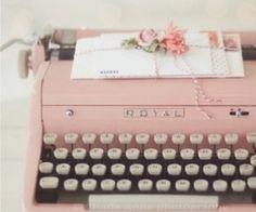 Pink Vintage Typewriter ~ I Heart Shabby Chic: Shabby Chic Spring Pastel Heaven Decorating Ideas Tout Rose, Vintage Typewriters, Vintage Suitcases, Vintage Luggage, Everything Pink, Pretty Pastel, Pink Aesthetic, Aesthetic Vintage, Vintage Pink