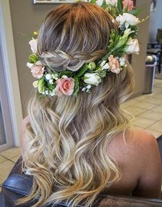 28 Trendy Wedding Hairstyles for Chic Brides Soft Waves + Flower Crown = Gorgeous Bridal Half Updo New Bridal Hairstyle, Flower Crown Hairstyle, Best Wedding Hairstyles, Bride Hairstyles, Pretty Hairstyles, Wavy Hairstyles, Beach Hairstyles, Crown Flower, Hairstyle Ideas