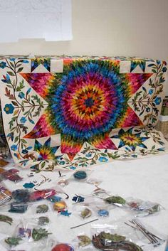 I just might have to break down and do this. It is on my Non e mai troppo tardi list. Love Laundry Basket Quilts. All of  the applique is precut, just heat, stick and stitch! Too bad I can't do the Lone Star  that easy.