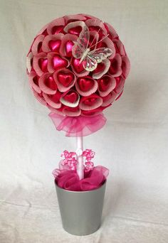 Strawberry and chocolate heart shaped sweets candy tree by regianecasarin Chocolate Hearts, Chocolate Gifts, Valentine Day Crafts, Valentine Decorations, Valentine Tree, Candy Trees, Candy Topiary, Chocolate Flowers Bouquet, Candy Arrangements