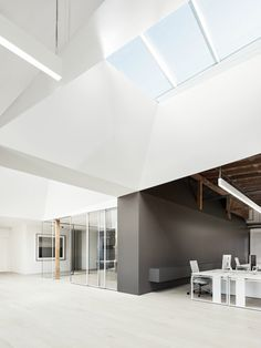 Index Ventures is a creative capital venture company based in San Francisco. When the office needed a major expansion, Garcia Tamjidi Architecture Design stepped in with a straightforward design focused on natural light. Incorporating natural light into the workplace is a desire for any creative team, however most office designs allow for very few windows. Garcia Tamjidi solved this problem by introducing new skylights in key areas of the office.