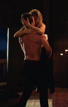 Oliver Queen Arrow, Oliver Queen Felicity Smoak, Oliver And Felicity Kiss, Tv Show Couples, Movie Couples, Dc Couples, Arrow Cast, Arrow Tv, Aly Martinez