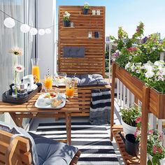 Creative Yet Simple Balcony Decor Ideas For Apartement. The upcoming important item in any balcony ought to be furniture. If you feel as though you need your balcony to look more natural, don't be afraid to. Small Balcony Design, Small Balcony Garden, Small Balcony Decor, Small Terrace, Small Patio, Balcony Ideas, Terrace Ideas, Large Backyard, Balcony House