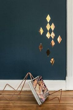 Hash magazine rack and copper diamond wall confetti | via Ohhh Mhhh by emily