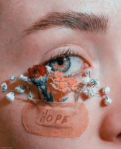 Aesthetic Eyes, Flower Aesthetic, Aesthetic Makeup, Aesthetic Photo, Pink Aesthetic, Aesthetic Pictures, Artistic Photography, Creative Photography, Indoor Photography