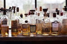 Whiskeybar für die Hochzeit bei www.weddingstyle.de   Foto: Doreen Kühr