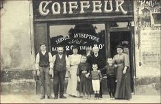 Cartes postales anciennes,photo,vitrine,magasin,coiffeur