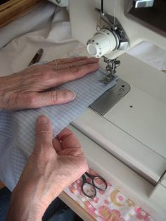 Outstanding 30 sewing hacks tips are readily available on our site. Sewing Hacks, Sewing Tutorials, Sewing Patterns, Sewing Tips, Coin Couture, Couture Sewing, Techniques Couture, Sewing Techniques, Creation Couture