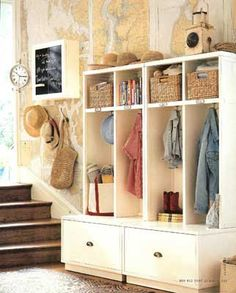 Love the fresh look in this mud room!