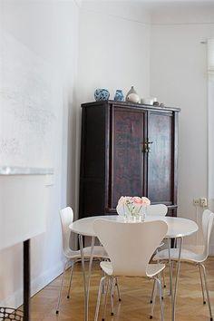 Arne Jacobsen Chair, Kitchen Dining, Dining Room, Interior Design, Scandinavian Interiors, Home Decor, Future, Yurts, Nordic Interior