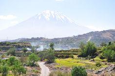 Sopka, která se tyčí nad druhým největším městem v Peru