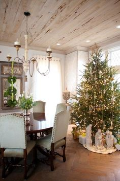 The nativity scene under the tree is such a beautiful touch, classy rustic, lovely room~❥